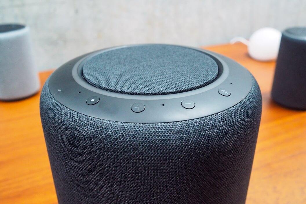 Foto dos botões do Echo Studio