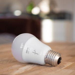Lampada inteligente controlada pela Alexa